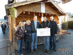 Die Schwimmbadfreunde danke der R&V Bank Oberbayern Südost für ihre Spende
